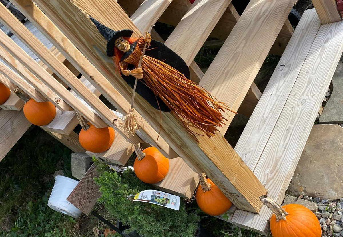 Halloween decorations around Ithaca and Tompkins County ...